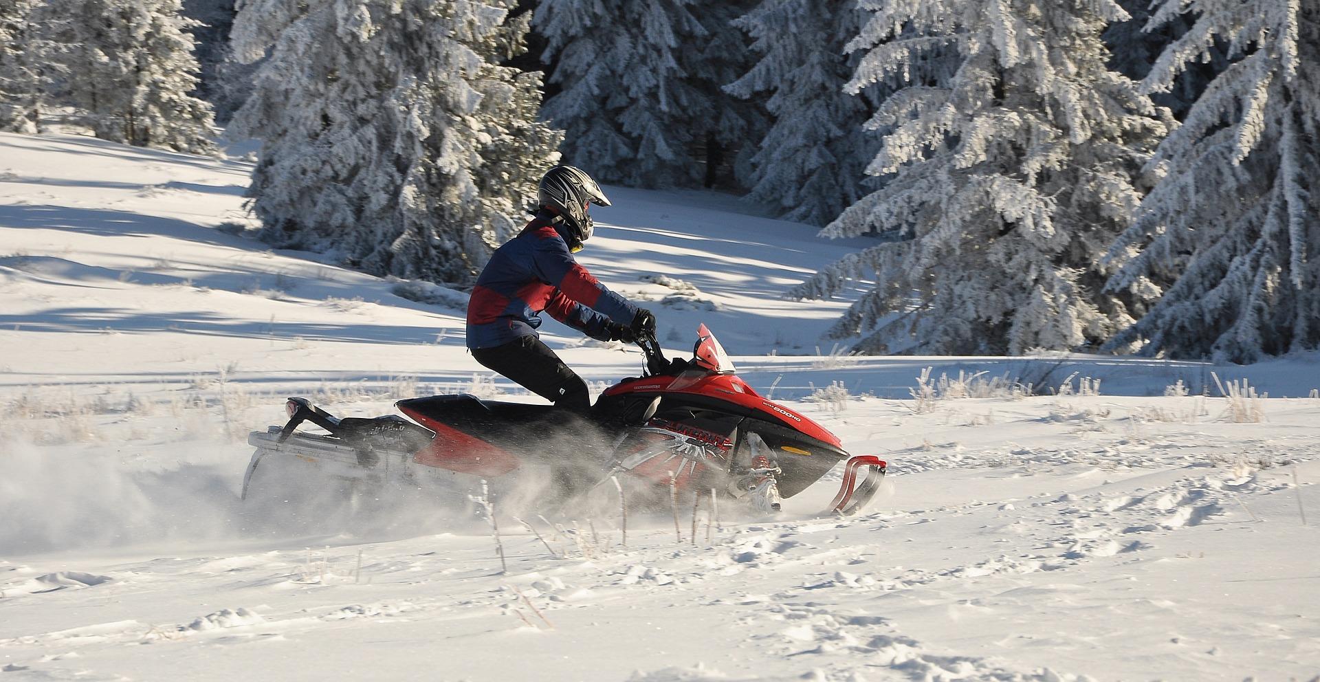 Schneemobil in Lappland. Einzigartiges Erlebnis.