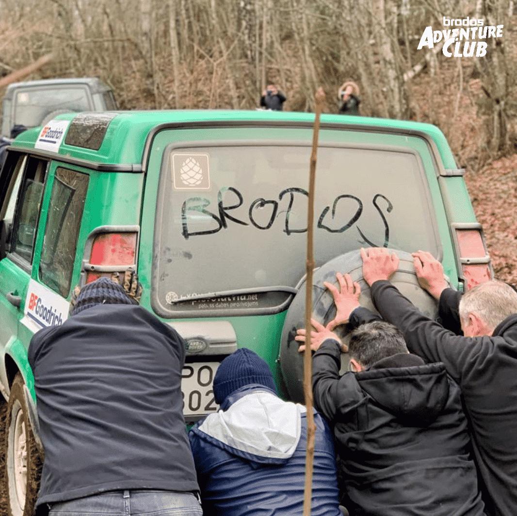 Mobilfunkdistributor Brodos auf Offroad Tour durch Lettland